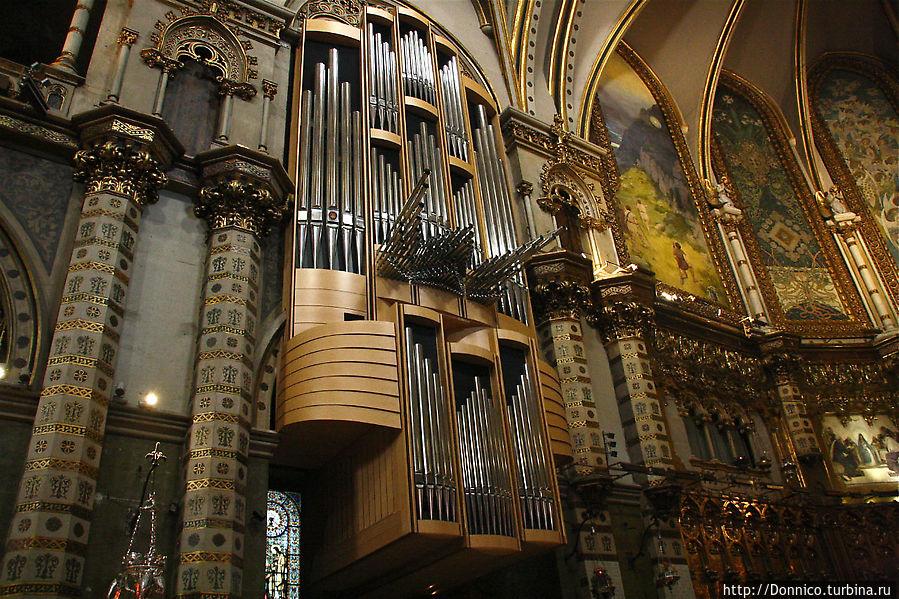 пожалуй больше всего меня там поразил красивый орган, в следующий раз было бы неплохо послушать его звучание...