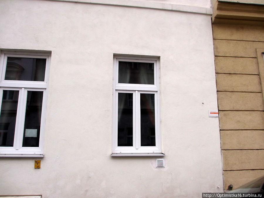 Справа — наше окно.