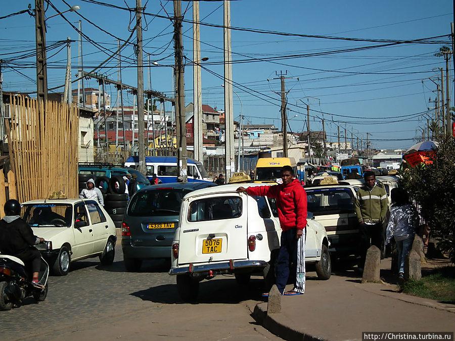 В Тане есть электричество! Вау!!! Позже, проехав много километров по трассе Н7 мы поняли, что Антананариву — это хотя бы цивилизация. Электричество — роскошь на Мадагаскаре. Антананариву, Мадагаскар