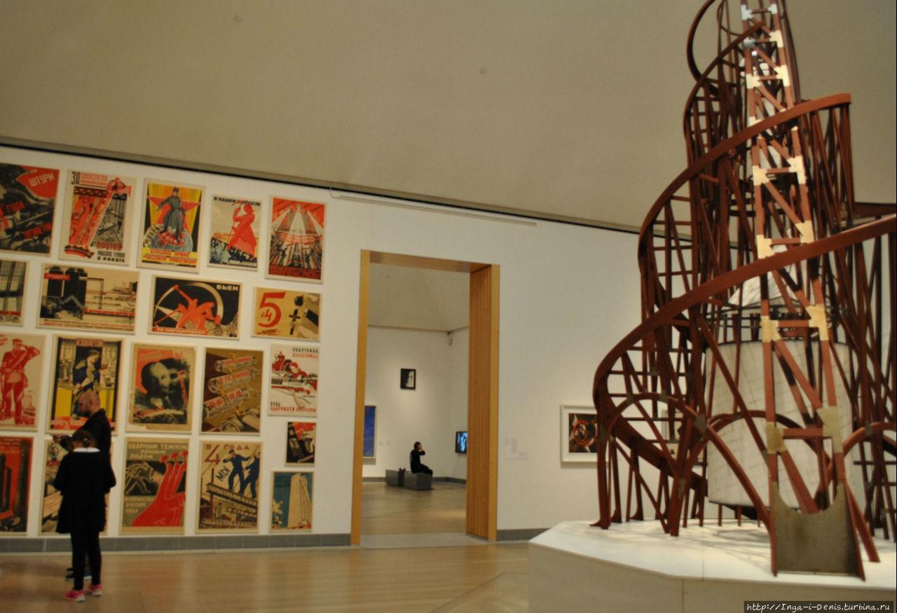 Зал советского плаката, макет башни Татлина