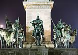 Площадь Героев. Памятник тысячелетию перехода мадьяр через Карпаты — вожди семи мадьярских племён во главе с князем Арпадом.