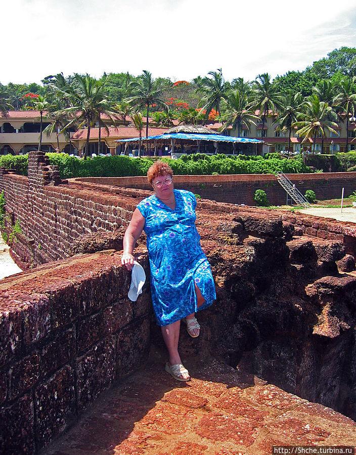 Наш отель со стен форта