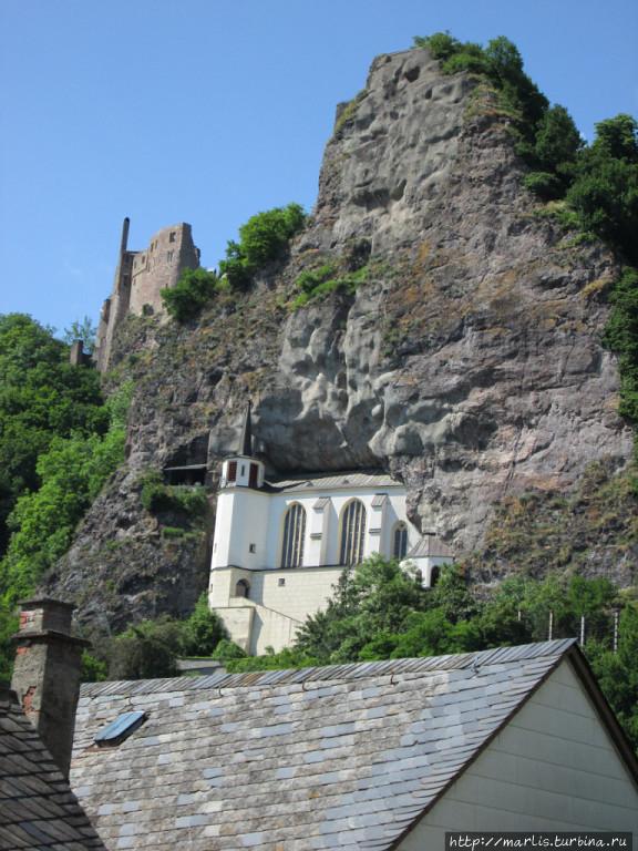 Cкальная церковь, над ней