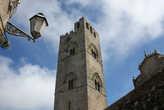 Башня собора Real-Duomo построена в конце XIII в.