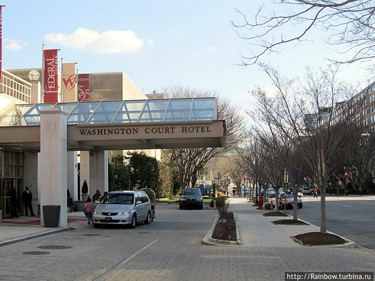 Вход в отель с улицы New