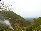 Ущелье между святыми горами, заросшее лесом