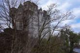 Вид на замок из-за речки Эшке.