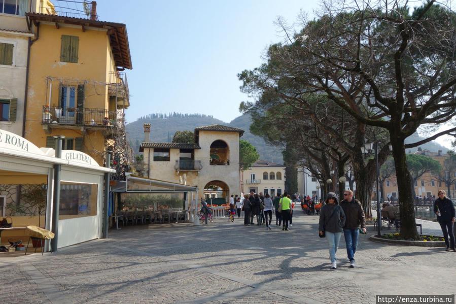 Гарда – город на Гарде и чем в нём можно заняться Гарда, Италия