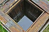 В одном месте мы вышли к колодцу с чистой родниковой водой