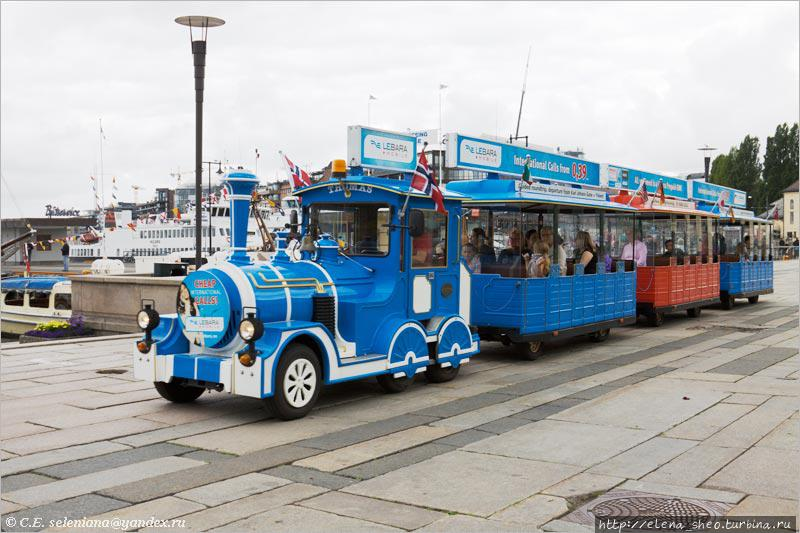 15. Как ни крути, а это тоже общественный транспорт. Я застала его на Ратушной площади в виду гавани Пипервика.