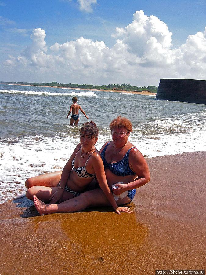справа — отличный песчаный участок пляжа