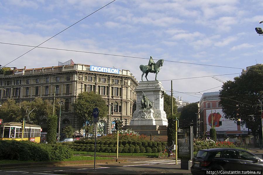 Площадь Кайроли перед замком с памятником Гарибальди