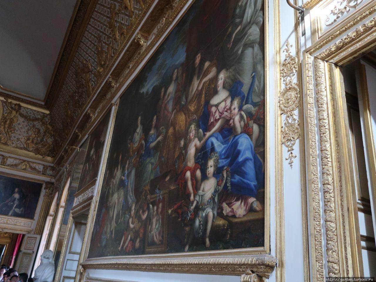 Во дворце Версаль.