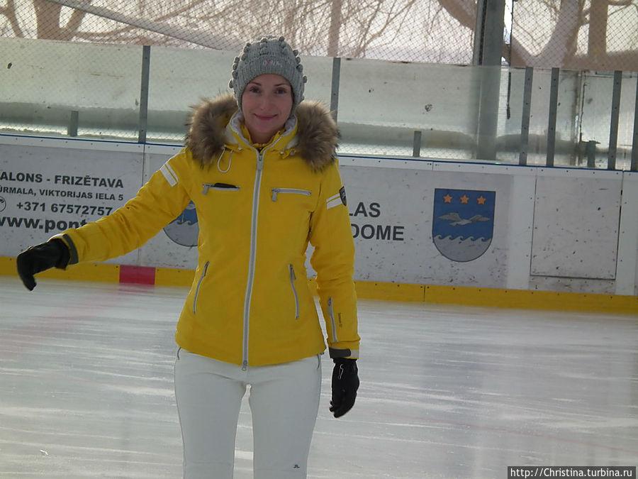 Более 20ти лет не стояла на коньках.  Ощущение кайфа)) Как будто в детство вернулась.