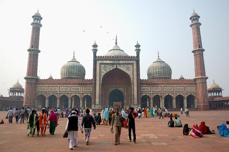 Во дворе мечети