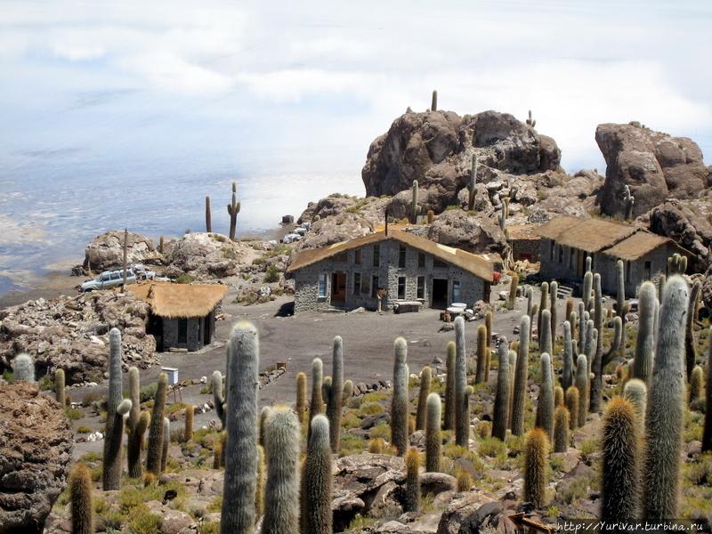 Зеркальная красота боливийского озера Уюни Уюни, Боливия