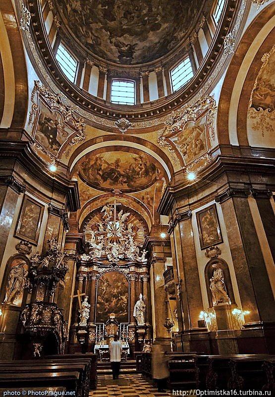 Интерьер церкви Св. Франц
