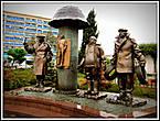 Новая скульптура,  посвященная героям Мимино.
