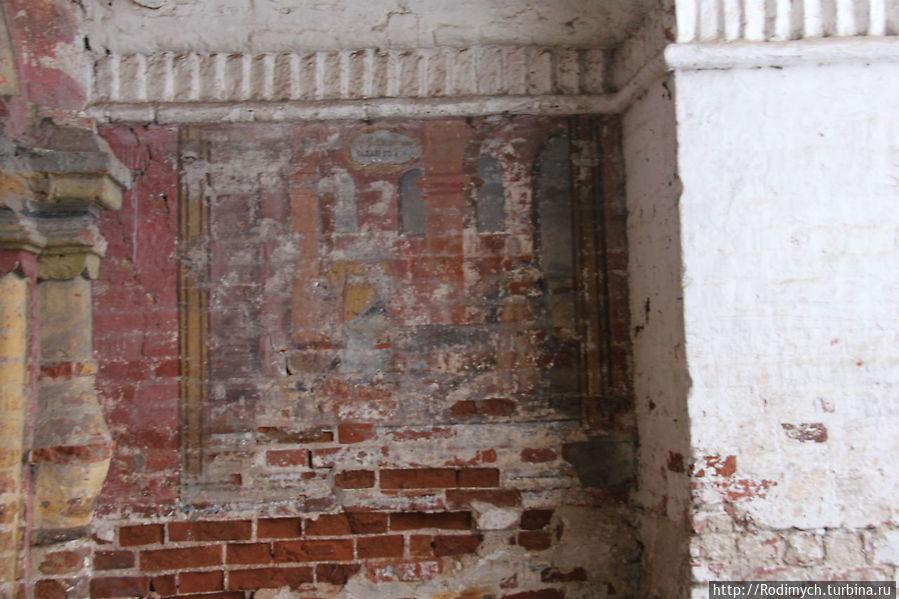 Фрески на Владимирской надвратной церковью