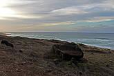 справа берег океана