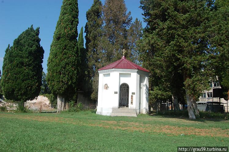 Храм-часовня Пицундской и