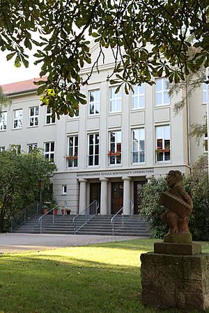 Бывшая школа имени Эриха Вайнерта (ГДР)