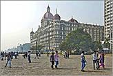 Стоя на площади в аккурат лицом к Воротам Индии, вы, сможете, оглянувшись назад, увидеть еще одну
