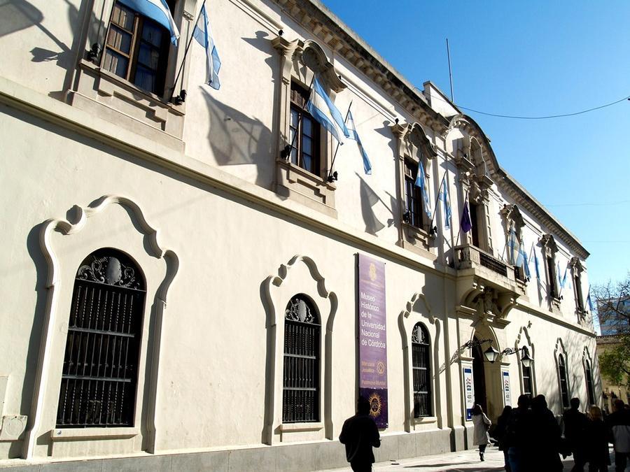 Историческое здание Национального Университета Кордовы — ректорат и музей (1613). Старейший университет Аргентины, основан иезуитами.