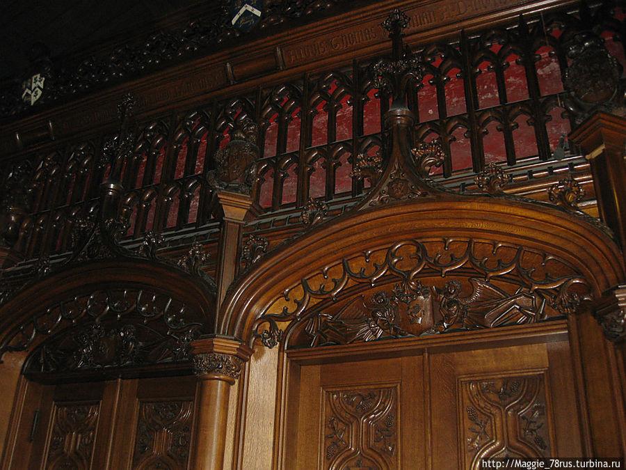 Обшивка Грейт холла поместья выполнена из древесины одного дуба, росшего в парке