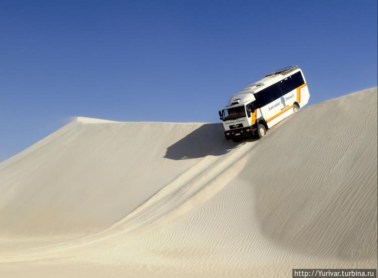Автобусный слалом на песч