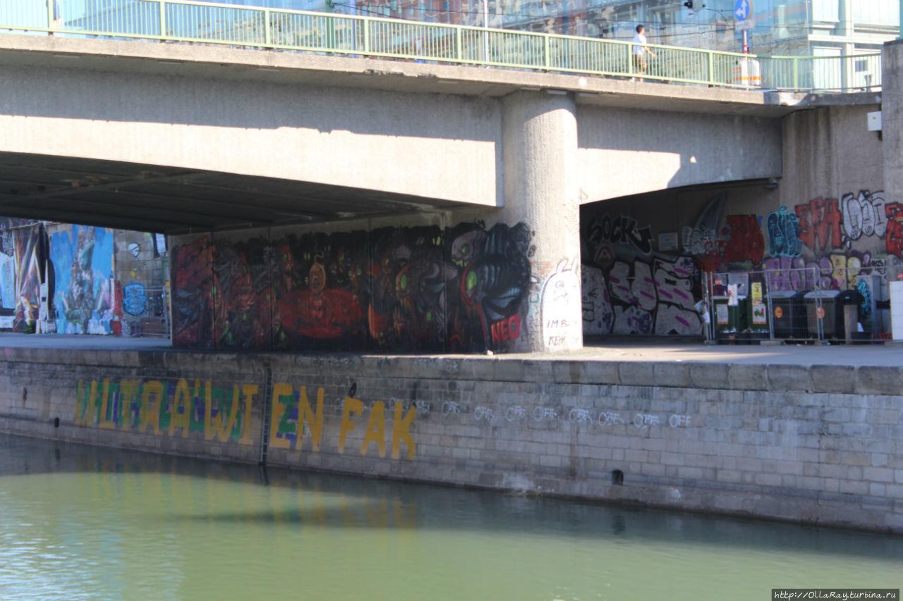 Набережная Дунайского канала в Вене. Страшненькая, конечно...