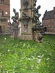 Во внутреннем дворе замка находится фонтан Нептун. Он встречает въезжающих с центрального входа.Строился он специально приглашённым известным датским скульптором Адрианом де Вриес. К сожалению, фонтан был полностью разрушен во время Шведской войны, и сейчас взору путешественников предстаёт его точная копия.