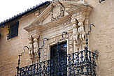 Дворец маркиза Сальватьерра. Знаменитые фигурки инков и решетка балкона. Здесь нами было сделано маленькое