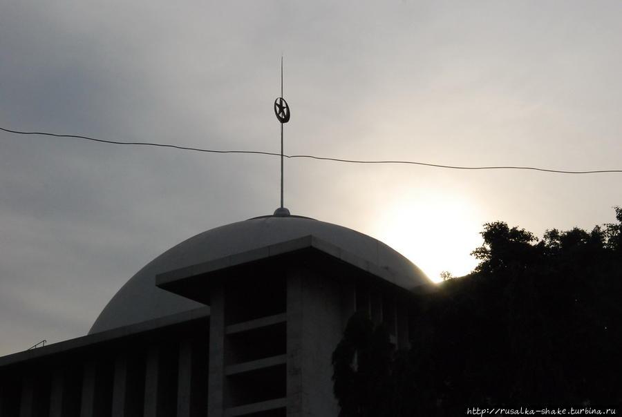Мечеть Истикляль Джакарта, Индонезия