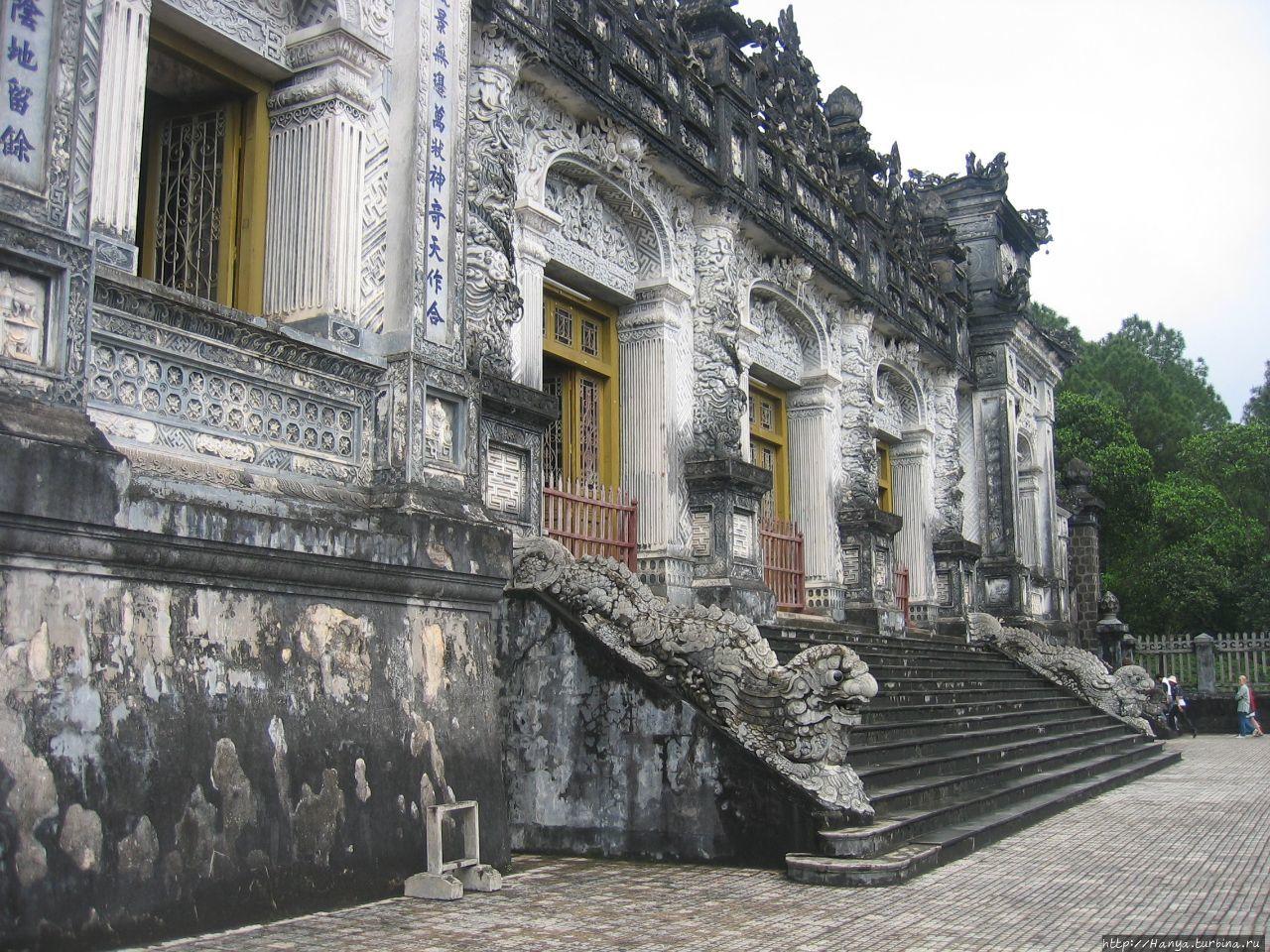 Хюэ. Гробница  императора