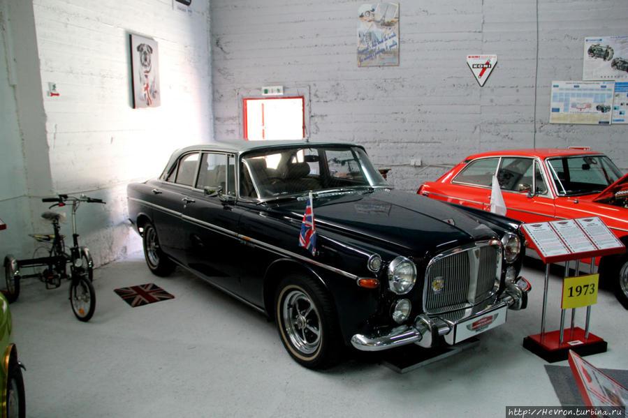 Ровер Р5В. Любимый автомобиль высокопоставленных чиновников. Последняя партия роверов была зарезервирована исключительно для официальных лиц. Этот автомобиль один из десяти автомобилей, которые состояли на службе при Маргарет Тэтчер. У королевы Елизаветы II так же имеется автомобиль этой марки.