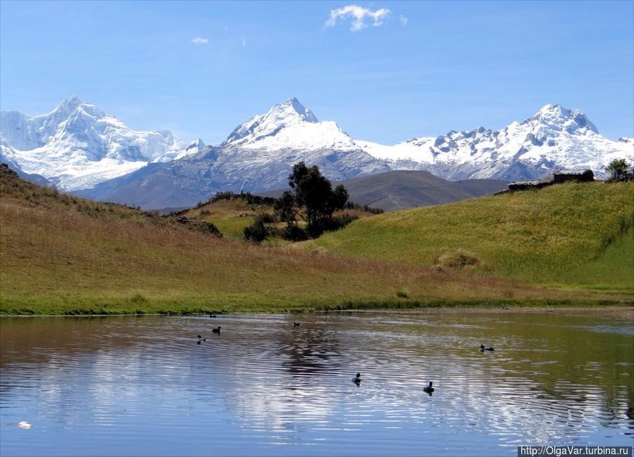 Озеро Wilcаcocha в горах Кордильера Негра Уарас, Перу