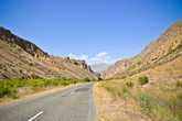 Проехав знаменитое село Арени, прославившееся далеко за пределами Армении своими винами, свернули в узкий каньон.