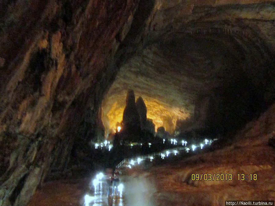А дальше дорога нас вела в огромный зал, где в далеке показалась структура наподобие храма