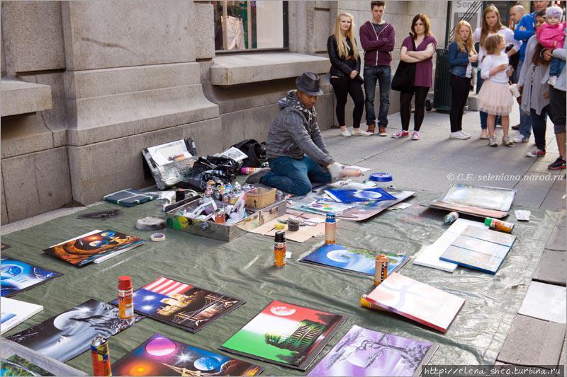 8. Уличный художник рисует что-то прямо на глазах у прохожих. Ловко у него получается: одно движение руки — картина изменилась, ещё одно движение — и она опять другая, ещё лучше. Волшебник!