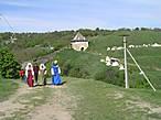 Участники в средневековых костюмах.