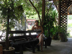 Посидеть в тени после хорошего обеда одно удовольствие.