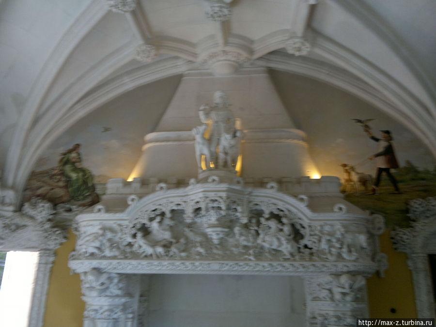 внутри главного сдания усадьбы
