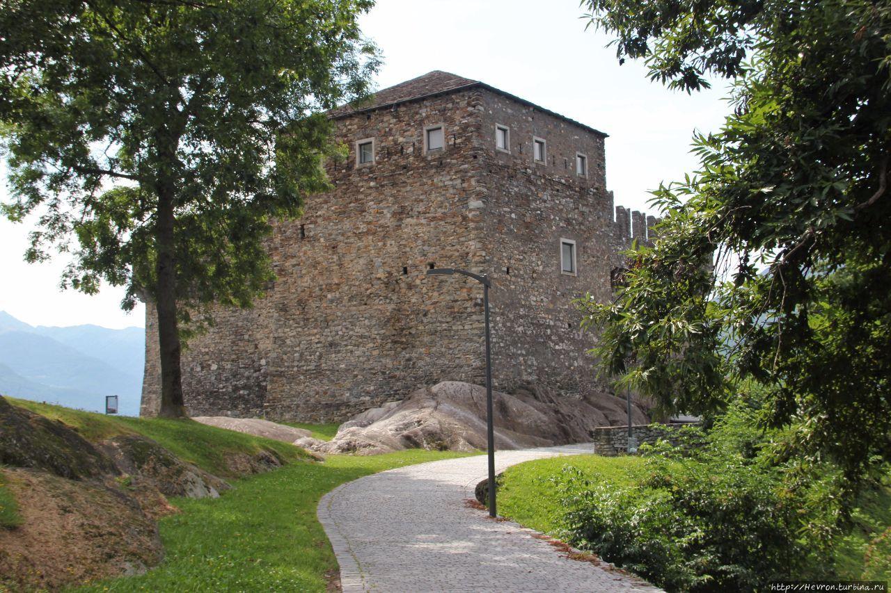 Три замка Беллинцоны. Сассо-Корбаро.