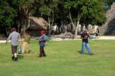 Торговля деревянными масками — Амиго! Уан доллар!