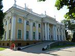 Фасад дворца Румянцевых-Паскевичей