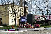 Воинский мемориал  в виде скульптуры воина. Фотография сделана 9 мая 2013 г.