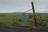 Ворота воинской части морской пехоты, располагавшейся рядом с поселком