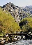 На пути — горная речка, которую перешли по мостику...