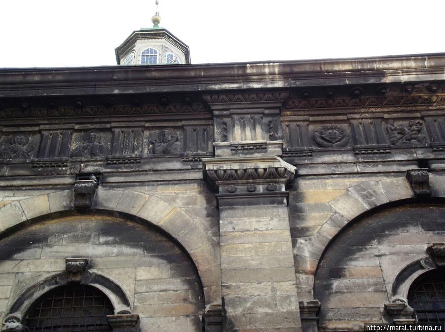 Каменный декор Успенской церкви